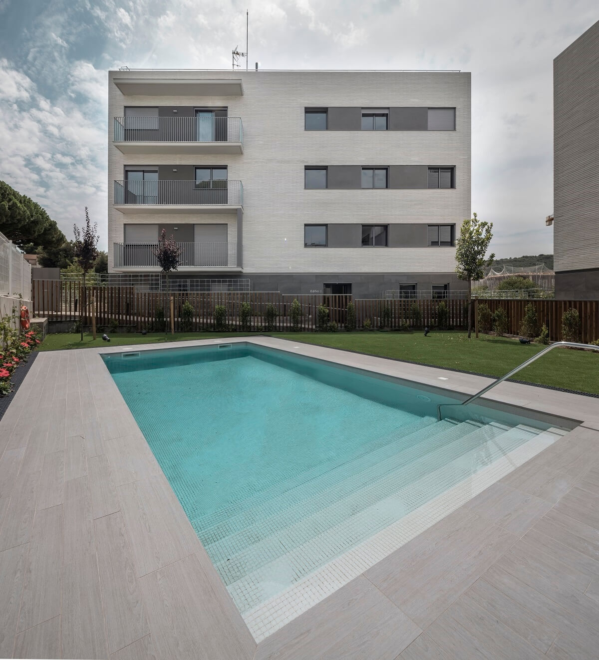 exteriores con piscina - OM de Tiana Quorania