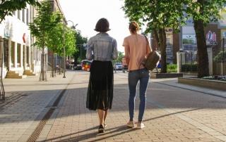 chicas paseando